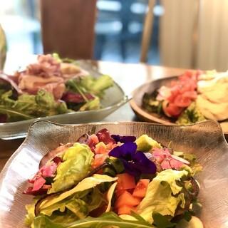 スーパーフードや有機野菜をふんだんに使用した創作イタリアン