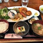 うお・みっつ - ガッツリ飯! 900円