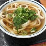 126819564 - 麺は太麺だが柔らかい。コシがあるため千切れない。