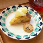 konon~木の音~ - ブンタンのクランブルタルト(セット¥297)。柑橘の爽やかな風味を活かした一品