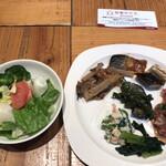 ROYAL Mirai Dining - 朝食ビュッフェ1600円(税込み)。生野菜とタラコ、和惣菜色々。鯖の味噌煮は、侮れない味わい。小骨も気にならず、美味しくいただきました(^。^)