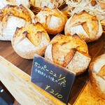 ベーカリー&カフェ3110 - 料理写真:カンパーニュはマスト買い。