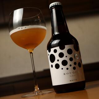 店主の地元・愛知県の銘酒やラグジュアリービールで至福を。