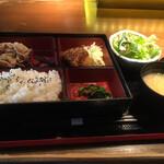 海華月 - 日替り膳  900円 豚肉のねぎ塩焼きと太刀魚のフライ