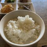 韓国家庭料理 青山 - ご飯 一杯では少ないのでおかわり必須(無料です)