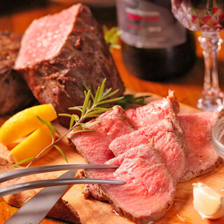 特製ソースが決め手!自慢の熟成和牛の塊肉を堪能!