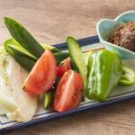 野菜と自家製肉味噌    (きゅうり・トマト・キャベツ・ピーマン)