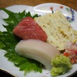 独酌 三四郎 - おかみ旬の盆(刺身、玉子焼き)