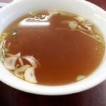 三幸苑 - スープ、鶏ガラに魚出汁