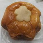 12685285 - 桜のブリオッシュ(¥130)