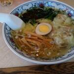 華風伝 - 料理写真:ワンタン麺(塩味)