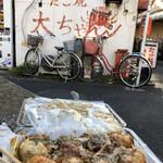 たこ焼大ちゃん - たこ焼き@480円   大玉でトロトロ。大阪のたこ焼きは銀だこのそれとは真逆で外カリは追いかけません。でももう少し出汁が効いてても良かったかな。「あほや」(篠崎や錦糸町にあります)の方が断然好みだな♪