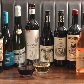クラフトビールは4種類。ワインもボトル30種以上をご用意!