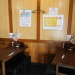 とん駒 - 店内(テーブル席)