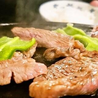 世界遺産富士山の天然溶岩石で食べる美味しい札幌ジンギスカン!