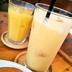 12687297 - ミックスジュースとオレンジジュース