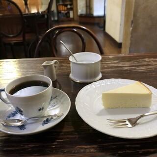 カフェ・グレ - ブレンド+チーズケーキ