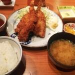 遊友魚港 - アジフライエビフライ定食1000円 ボリュームもあり美味しいのですが衣が油っぽく揚げすぎでした