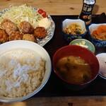 まるい食堂 - 唐揚げ定食ご飯大盛り