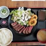 126891606 - 黒毛和牛の日替わりステーキ