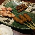 鳥どり - ふりそで串塩焼き  つくね串 タレ焼き  黒かわ串
