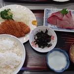 い志い食堂 - 今日のランチ ぶり刺身とミニとんかつ定食  780円 お安い!