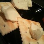 Naked Fishs JAPAN - チーズ4種盛り合わせ。ミモレットとワインは最高。