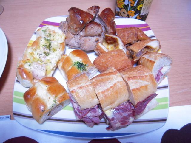 トーホーベーカリー - 種類豊富な調理パン