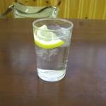 てっぺい - このレモン入りお冷が良いのです♪