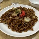 クルンモット - 料理写真:私以外が食べた焼きそば 495円