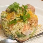 魚介ビストロ sasaya BYO - サーモンとアボカドのタルタル