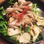 魚介ビストロ sasaya BYO - ツブ貝とキノコのエスカルゴバター