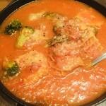 魚介ビストロ sasaya BYO - 牡蠣とトリッパのピリ辛トマト煮込み