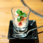 焼肉 うしみつ - イチゴ、ラズベリー、レモンの皮のグラニテ