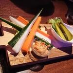 ジャージーカフェ - 選べる3点盛り合わせ ¥800 *ミックスナッツ *アメリカンピクルス *野菜スティック