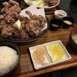 媛 今治焼き鳥の旅 - 大きなせんざんきがゴロゴロと!!ご飯は小盛り。