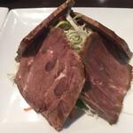 蓬溪閣 - 牛肉の醤油漬け 厚めに切りつけてあって食べ応え十分
