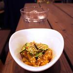 よつ葉 - クラゲ酢の中華涼菜で、まずはお酒
