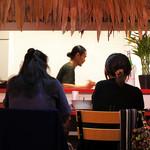 よつ葉 - シンプルでアジア風な店内