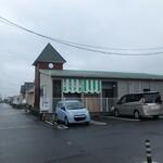 パティスリー モン アンドロワ - 県道から入っていくと・・・お店発見。駐車場は向こう側