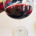 126920853 - グラスワイン 赤