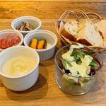126929713 - 前菜3種、ミニスープ、ミニサラダ、パン