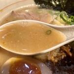 126931119 - スープアップ。甘みのする濁ったスープ。