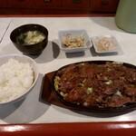 とまと - 料理写真:焼肉定食900円