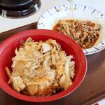すき家 - 豚生姜焼き丼並盛と、牛皿ミニ