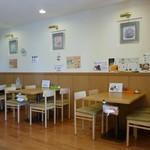 キッチンカフェ・心 - 店内(壁にはメニューがずらり・・・)