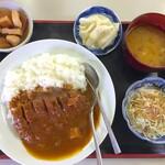 丸花 - 料理写真:カツカレー750円+ご飯大盛り50円