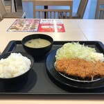 松のや - 料理写真:得朝と名付けられた「とんかつ定食」税込400円です(2020.3.7)