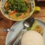タイ屋台 SAGAT - ゲーンキョワーンガイ(鶏肉のグリーンカレー)