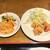 三国 呉 - 料理写真:サービスのハチノス(左)と鶏唐揚げ(右)